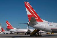 OE-LNJ @ VIE - Lauda Air Boeing 737-800