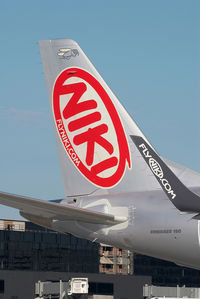 OE-IHA @ VIE - Niki Embraer 190