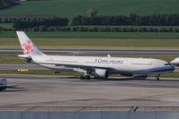 B-18351 @ VIE - Airbus A320-232 - by Juergen Postl