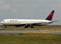 N1605 @ LFPG - Taxiing for departure... - by Shunn311