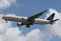 HZ-AKA @ VIE - Boeing 777-268 (ER)