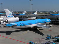 PH-KCA @ EHAM - KLM on stand - by Robert Kearney