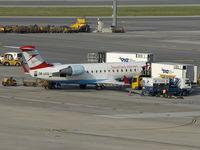 OE-LCQ @ VIE - The CRJ will leave Austrians fleet until 2010 - by P. Radosta - www.austrianwings.info
