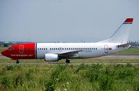 LN-KKT @ LOWW - Norwegian Boeing 737-300 - by Hannes Tenkrat