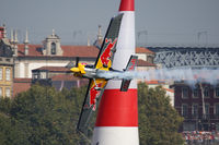 N806PB - Red Bull Air Race Porto 2009 - Peter Besenyei