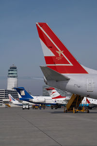 OE-LNS @ VIE - Lauda AIr Boeing 737-800