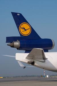 D-ALCD @ VIE - Lufthansa MD11