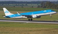 PH-EZE @ LOWW - KLM  EMBRAER 	ERJ-190-100STD - by Delta Kilo