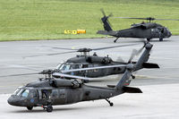 91-26342 @ LOWL - US Army Blackhawk´s before take-off in LOWL - by Janos Palvoelgyi