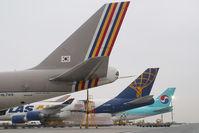 HL7419 @ VIE - Asiana Boeing 747-400