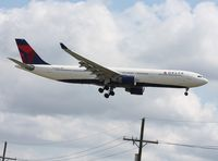 N819NW @ DTW - Delta A330-300