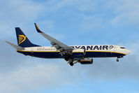 EI-DHR @ EGNX - Ryanair B737 landing at East Midlands