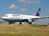 D-AIAN @ LFPG - Lufthansa - by vickersfour