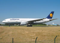 D-AIAP @ LFPG - Lufthansa - by vickersfour