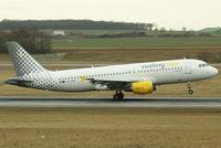 EC-KHN @ VIE - Vueling Airbus A320-216 - by Joker767