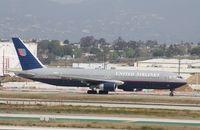 N669UA @ KLAX - Boeing 767-300 - by Mark Pasqualino
