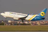 UR-GAW @ VIE - Ukraine International Airlines Boeing 737-5Y0(WL) - by Roman Reiner