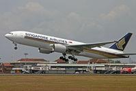9V-SRD @ WADD - Singapore Airlines - by Lutomo Edy Permono