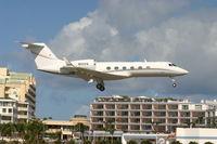 N111CQ @ TNCM - N111CQ landing at TNCM runway 10 - by Daniel Jef