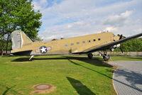 43-49081 @ EDDF - DC-3 - Memorial to the Berlin Airlift 1948/9 - by Noel Kearney