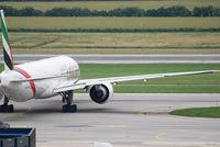 A6-ECS @ VIE - Emirates Boeing 777-31HER