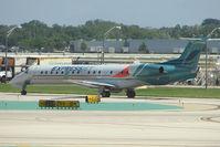 N11165 @ KORD - 2004 Embraer EMB-145XR, c/n: 14500819 at Chicago O'Hare