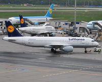D-AIZC @ EDDF - Lufthansa on push-back - by Robert Kearney