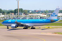 PH-AOK @ EHAM - KLM Royal Dutch Airlines - by Chris Hall