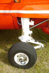 6526 - Port main landing gear strut and tire - by George A.Arana