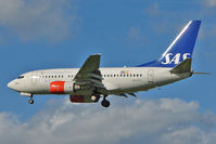 SE-DTH @ EGLL - SAS Boeing 737-683, c/n: 28313 at Heathrow