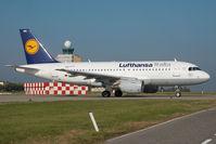 D-AKNG @ LHBP - Lufthansa Italia Airbus 319