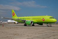 VP-BCZ @ LHBP - S7 Airbus 320