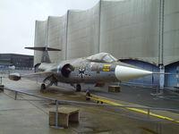 22 40 @ LFPB - F-104 Starfighter - by Mathcab