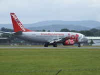 G-CELP @ EGPH - Jet2 Boeing 737-300 landing on runway 24 - by Mike stanners