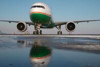 B-16712 @ LOWW - Eva Air Boeing 777-300