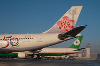 B-18806 @ LOWW - China Airlines Airbus 340-300