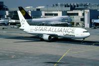 D-ABUW @ EDDF - Star Alliance special colours - by Joop de Groot