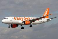G-EZTD @ EGCC - Easyjet's 2009 Airbus A320-214, c/n: 3909 arriving into Manchester (UK)