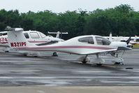 N321PF @ PCM - 2004 Diamond Aircraft Ind Inc DA 40, c/n: 40.375