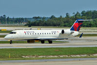 N685BR @ MCO - Delta Connection 2002 Bombardier CL-600-2B19, c/n: 7712