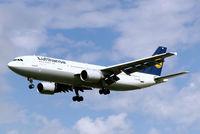 D-AIAK @ EGLL - Airbus A300B4-603 [401] (Lufthansa) Heathrow~G 01/09/2006 - by Ray Barber