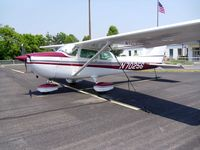 N70256 @ I19 - 1976 Cessna 172M - by Allen M. Schultheiss