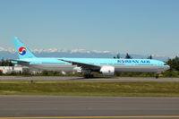 HL8217 @ KPAE - KPAE/PAE Boeing 953