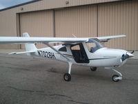 N7026H @ KVLL - Cessna 162 Skycatcher at KVLL Troy, MI. - by P Bowler