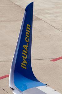 UR-GAW @ LSZH - winglet of Ukraine International B737-500 UR-GAW at the gate