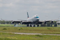 B-HOW @ EHAM - Cathay Pacific 747-400 - by Andy Graf-VAP