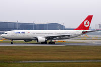 TC-JNC @ VIE - Turkish Airlines