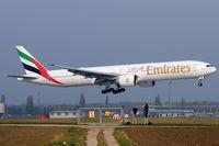 A6-EBR @ VIE - Emirates