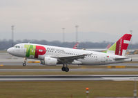 CS-TTH @ LOWW - TAP Air Portugal Airbus A319