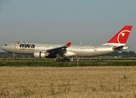 N852NW @ EHAM - Landing on runway R18 of Schiphol Airport - by Willem Göebel